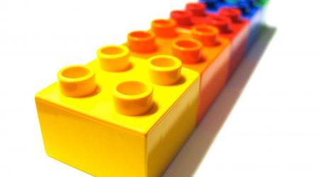 LEGO:Industriaggregater til produktionslinje for legetøj